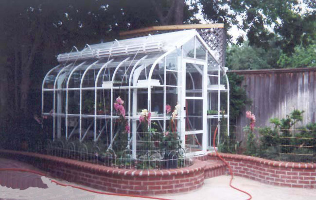 Greenhouses - The American Classic: 900 Series